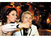 Baskov divorcia e aparece no público com a filha de Montserrat Cabale