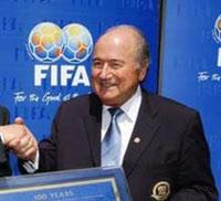 Blatter reeleito para terceiro mandato