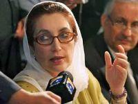 Benazir Bhutto acusa Musharraf