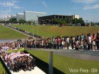 Indígenas protestam no Congresso contra a PEC 215 e Eduardo Cunha. 23456.jpeg