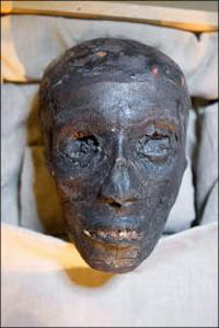 Múmia do faraó Tutankamon exposta pela primeira vez