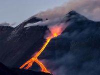Vulcão do monte Shindake entra em erupção no sudoeste do Japão. 32463.jpeg