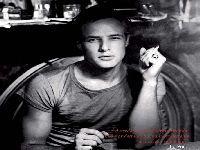 Marlon Brando, a face sombria da beleza. 27473.jpeg
