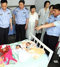 Cinco bebês recém-nascidos encontrados num carro roubado