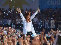 Cristina Kirchner encerra sua campanha ao Senado em ato com 100 mil pessoas. 27541.jpeg
