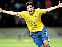 Ida de Emerson ao Milan poderia levar Kaká ao Real