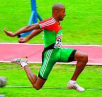 Nélson Évora é campeão mundial no triplo salto