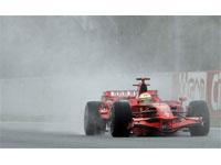 Felipe Massa da Ferrari é o mais rápido na sessão de treinos livres da pré-temporada na Espanha