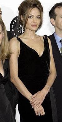 Angelina Jolie apareceu na première com vestido por US $ 26