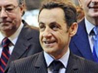 Presidente da França insulta um homem que se recusou a lhe estender a mão