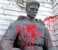 Rússia protesta contra desmontagem dos monumentos aos soldados soviéticos na Estónia