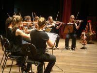 Maestro Jorge Antunes compõe marchinhas. 23691.jpeg