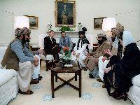 Tropas afegãs dizem que o Taleban é irmão e a guerra