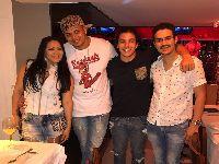 Ricky Tavares comemora aniversário de seu sócio em restaurante no Rio. 25700.jpeg