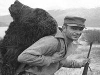 Plutocracia ocidental atira-se à caça ao urso. 20704.jpeg
