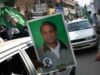 Sharif detido após  chegada  ao Paquistão