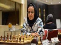 Mulher iraniana é campeã asiática em de xadrez. 22727.jpeg