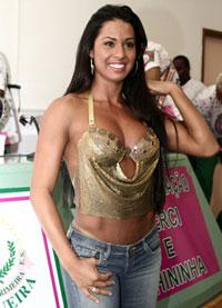 Gracyanne Barbosa ganha festa de aniversário
