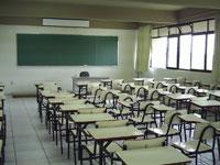 Estudante fica trancado em escola e ganha R$ 5 mil