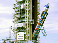 Rússia lança dois satélites