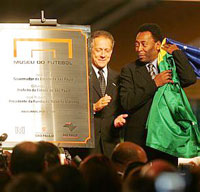 Rei Pelé e ex-craques inauguram Museu do Futebol