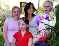 Filhas raptadas voltam para os braços da mãe