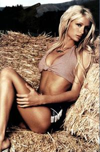 Patricinha Paris Hilton lança música em programa