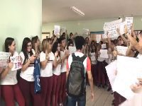 Criticado por exibir filme sobre ditadura, professor de História recebe homenagem de alunos. 29801.jpeg
