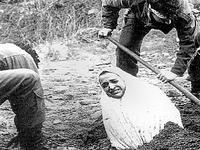 Morte por apedrejamento, a proibição da Burqah e Imperialismo Moral