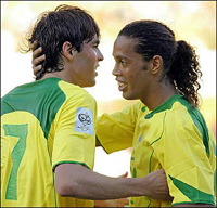 Kaká e Ronaldinho estão na equipe ideal