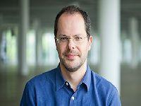 No IEA, curador da próxima Bienal de SP apresentará sua trajetória e seus projetos. 27836.jpeg