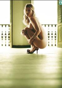 Ana Paula Tabalipa em primeiro ensaio fotográfico nu