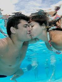 Campeanato de beijo debaixo de água em SP