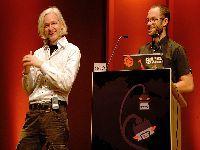 Assange permanecerá preso até o julgamento de extradição nos EUA. 31896.jpeg