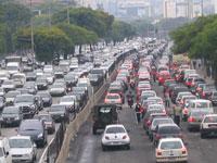 São Paulo com intenso trânsito de veículos no Dia Mundial sem Carro