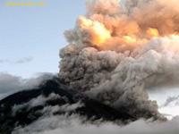 Vulcão Huila na Colômbia volta a vida e obriga a evacuação massiva