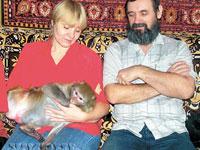 Macaco Tchitchi salva a família de incêndio