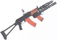 O polícia de Famalicão detido com a metralhadora Kalashnikov