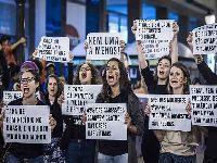 Feminicídios deixam duas mil crianças órfãs no Brasil. 34933.jpeg