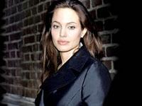 Angelina Jolie perdeu a mãe