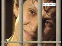 Uma jovem de 15 anos presa e posta numa cela com 34 prisioneiros do sexo masculino