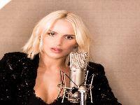 No clima de cinebiografia Elton John, Francinne grava música do britânico. 30991.jpeg
