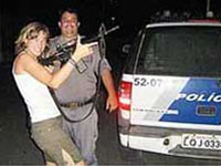 Policias brasileiros processados por fotografar-se com  turistas