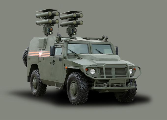 Novas armas russas  no desfile militar  dia 9 de maio Sistema de mísseis anti-tanque Kornet-D1.O sistema Kornet pode combater com eficácia alvos tanto terrestres, como aéreos. Ninguém no mundo tem um equipamento desses. O míssil antitanque telecomandado, com alcance máximo de até 8 quilômetros, perfura blindagens com espessuras até 1.300 milímetros. Isso permite ao Kornet atingir tanques modernos e futuros, mesmo existindo a tendência para melhoria dos seus níveis de proteção.
