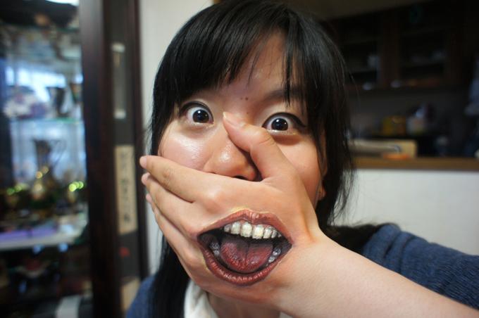 Pinturas corporais de Choo San Choo San é uma jovem garota que estuda Universidade de Arte Musashino, em Tóquio e tem chamado a atenção do mundo todo devido às suas pinturas corporais tridimensionais pra lá de excêntricas. Foto Fotodom.ru/Rex Features