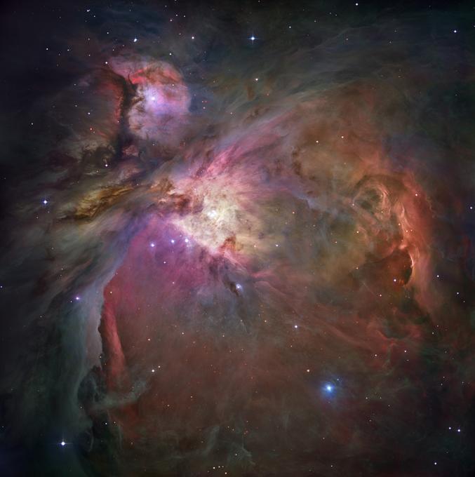 Hubble comemora 25 anos O primeiro telescópio espacial Hubble, que revolucionou a astronomia com imagens espetaculares de galáxias distantes geradas por ele, celebra esta semana seu 25º aniversário no espaço.O telescópio de 11 toneladas tem o nome de um dos pioneiros da astronomia, Edwin Powell Hubble (1889-1953), e é uma colaboração entre a Nasa e a Agência Espacial Europeia (ESA). Foto Fotodom.ru/Rex Features