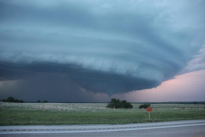 Caçador de tornados O britânico James Menzies, de 31, foi formado em Guildford, Surrey, mas passa a maior parte do seu tempo em busca de violentas tempestades nos Estados Unidos . Estas são umas impresionantes fotografías de los tornados. Fotos All Over Press