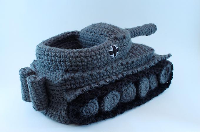 Chinelo- tanque A Etsy acaba de lançar um chinelo tipotanque . Achaa proposta polêmica? Fotos Splash/All Over