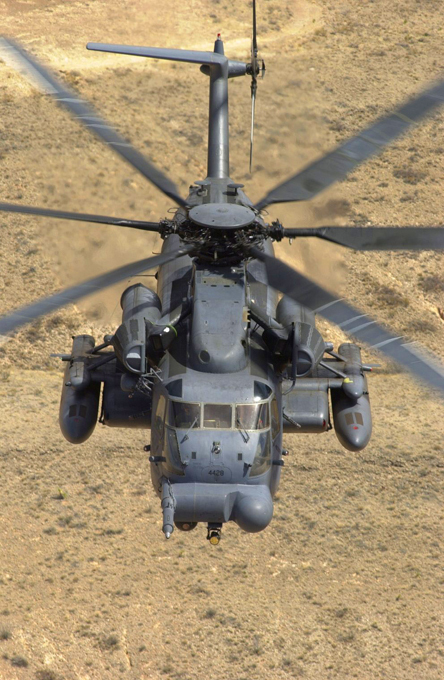 O Sikorsky MH-53 Pave Low The HH-53B features A retractable in-flight refueling probe on the right side of the nose.