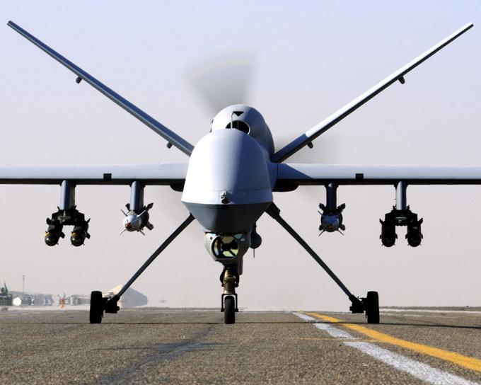 Drones é a arma do futuro O General Atomics MQ-9 Reaper (Predator B ou Guardian) é o maior e mais poderoso desenvolvimento da General Atomics Aeronaltical Systems Inc. O projeto começou pela iniciativa privada em 1998 mas logo recebeu apoio da NASA. Seu primeiro vôo aconteceu em fevereiro de 2001. Fotos: Fotodom.ru/Rex Features